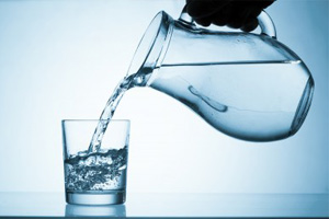 Drinking healthy water is a must! (©123rf.com)