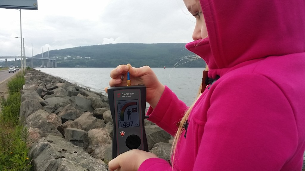 RF EMF radiation levels Inverness, Highland, Scotland, UK - Photo by Patrick van der Burght