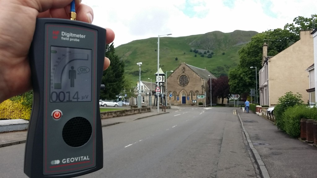 RF EMF radiation levels, Tillicoultry, Moss road, Scotland, UK - Photo by Patrick van der Burght