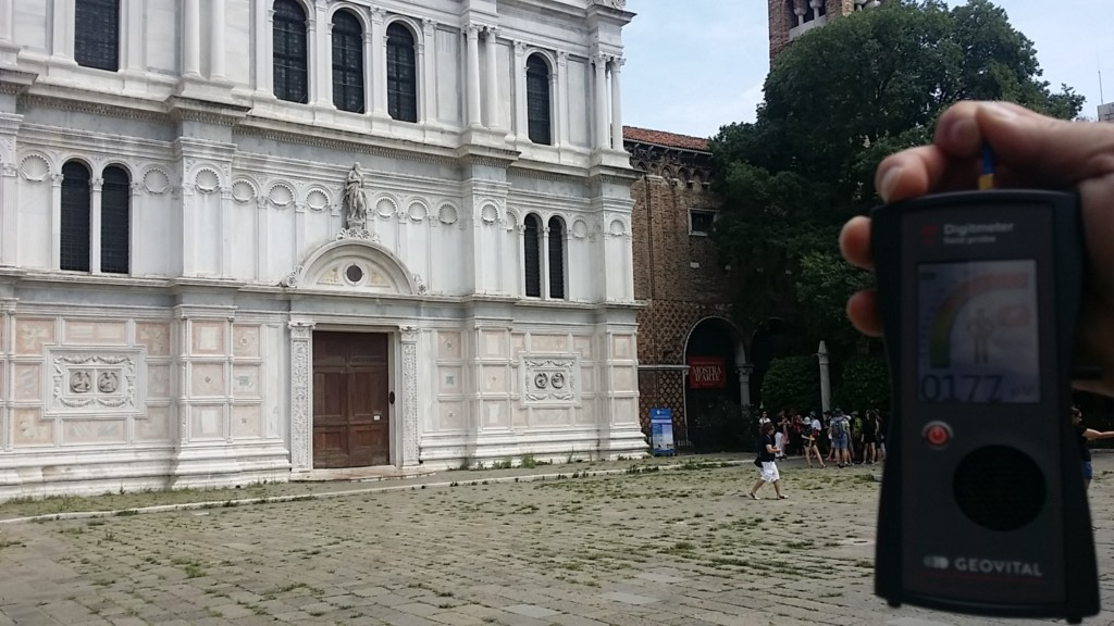RF EMF radiation levels in front of Chiesa di San Zaccaria on Campo S Zeccaria 30122 Venice - Photo by Patrick van der Burght