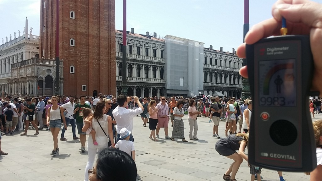 RF EMF radiation levels on St. Mark's Square in Venice 30124 - Photo by Patrick van der Burght